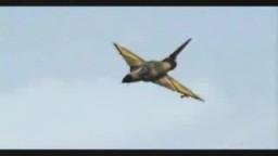 طيار اسرائيلى بطائرة ميراج يطارد طيار مصرى بطائرة ميج رغم امكانياتهاا الضعيفة