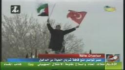 إحتجاج المشاركين فى قافلة شريان الحياة على منع مصر دخول القافلة قطاع غزة