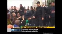 شاهد معاملة الشرطة المصرية لنشطاء مسيرة الحرية الى غزة