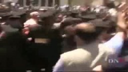 شاهد الإعتداء الأمنى الوحشى على .. مظاهرة ميدان التحرير 3 مايو 2010