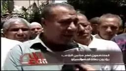 المعتصمون يؤدون صلاة الجمعة امام مجلس الشعب