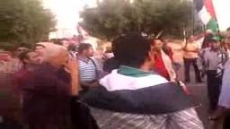 معتصمين مصريين يحاولون دخول غزة .. ويشيدون بالمقاومة وحركة حماس