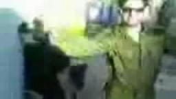 جندي صهيوني يرقص بجانب معتقلة فلسطينية مكبلة اليدين