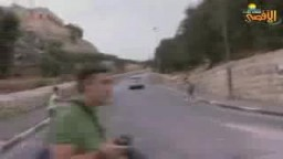 مغتصب صهيوني يدهس مجموعة من الأطفال الفلسطينيين بسيارته