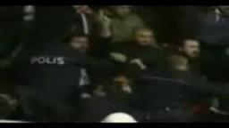 شاهد فيديو ثورة الأتراك على فريق كرة السلة الاسرائيلي
