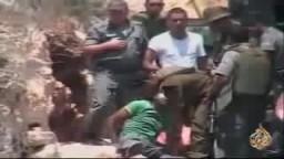 جندي اسرائيلي يطلق النار على شاب فلسطيني-