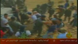 عشرات المستوطنين الاسرائيلين المسلحين يعتدون على اهالى قرية فلسطينية صغيرة