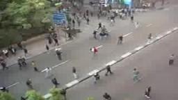 من مظاهرات 25 يناير يوم الغضب المصري- شاب شجاع جدًا