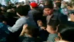 المتظاهرون بميدان التحرير يطردون الإعلامى عمرو أديب