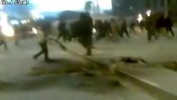 المتظاهرون يحرقون معسكرات النظام الليبى المجرم