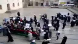 نساء مدينة درنة الليبية يتظاهرن ضد نظام القذافي