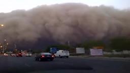 عاصفه رمليه ضخمه جدا في الكويت