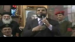 سعد خليفة مسئول المكتب الادارى لمحافظة السويس داخل الكنيسة مع وفد من الاخوان المسلمين بالسويس