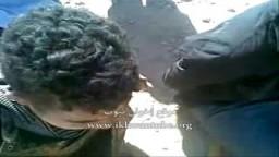 كتائب القذافى يعذبون الشيوخ والاطفال والثوار بدون أي رحمة ولا انسانية