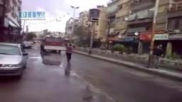 حرستا بسوريا : سيارات الإطفاء تحاول دهس المتظاهرين 22-4