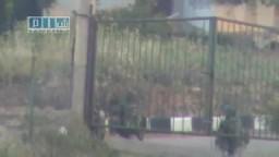 سوريا- درعا - الدبابات تقوم بقصف المنازل عشوائيا 25-4
