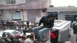 شاهد --مدينة جاسم يجمعون الخبز لارساله لقرى درعا المحاصرة