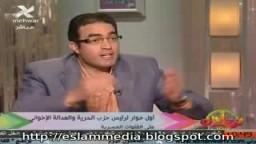 الدكتور محمد مرسي رئيس حزب العدالة - يرد على -استخدام الشعارات الدينية