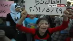 أطفال سوريا يتظاهرون من أجل الشهيد الطفل حمزة الذي مثل الأمن السوري بجثمانه
