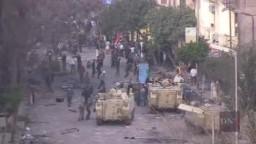 لقطات لم تشاهدها للثورة : الجيش المصري يقف بين الشرطة والشعب