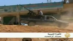 ليبيا-- كتائب القذافي تقصف منطقة الدافنية غرب مصراتة