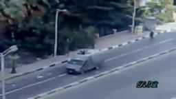 من مواقف الثورة البطولية  - مشهد شاب يقفز فوق المدرعة - مشهد تاريخى لثورة مصر