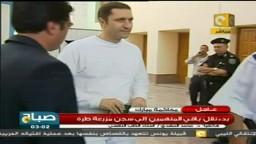 علاء مبارك يحاول منع الكاميرا من التصوير