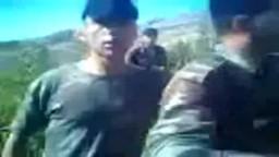 قوات الأسد المجرمين  يجبرون جندي على قول لا اله الا بشار