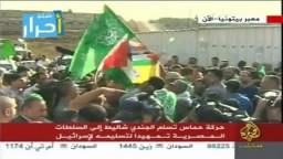 هتافات من أمام سجن عوفر ابتهاجا بتحرير الأسرى