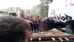 دخول جنازة احد الشباب ليصلى عليه فى التحرير جمعة حماية الديمقراطية-