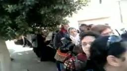 حشود الناخبين في مدرسة القاهرة الثانوية الفنية