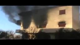 حمص إحتراق أحد الأبنية السكنية جراء القصف العشوائي