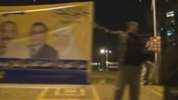 محمد عبد القدوس يوزع دعايا حزب الحرية والعدالة بشارع جامعة الدول