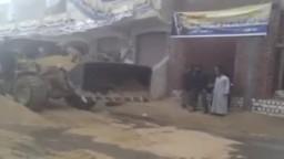 تجهيز الشارع أمام اللجنة الانتخابية بقرية الاخماس