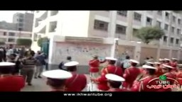 فريق موسيقى لحث الناخبين على التصويت من امام مدرسة الناصرية فى الشرقية الدائرة الاولى
