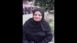 والدة الشهيد مصطفى الصاوي تدلي بصوتها فى المرحلة الثانية لانتخابات مجلس الشعب 2011