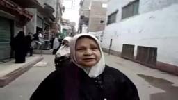 سيدة مسنة تدلي بصوتها في الشرقية وتعرب عن سعادتها بالمشاركة