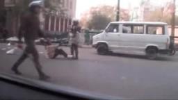 فيديو.. اقتحام المستشفى الميداني في عمر مكرم: جنود يبعثرون محتوياتها ويضربون مصاباً على ساقه المكسورة