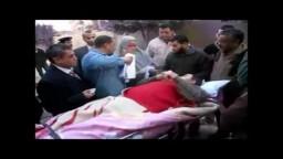 ناخب مريض ينزل من عربة الاسعاف ليشارك فى الانتخابات  4/يناير 2012