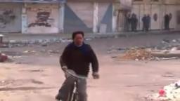 شام حمص كرم الزيتون عصابات الأسد يطلقون النار على المارة 23 1 2012