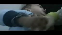 باباعمرو مؤثر جدا طفل جريح بعينه جراء قصف اليوم 23-2-2012