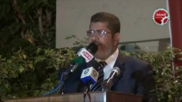 الدكتور مرسي يؤذن للعشاء بالاسكندرية