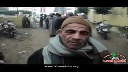 رجل مسن يشارك بسعادة فى الانتخابات 2011