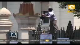 زوار القصر ومواطن بوظيفة رئيس