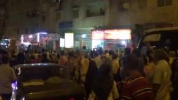شاهد رد فعل المتظاهرين عند رؤية صورة السيسي