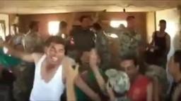 الهتاف من داخل معسكرات الجيش