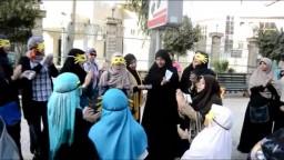 وقفة لطالبات ضد الإنقلاب أمام مسجد السلاب