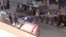 فتح خراطيم المياه على وقفة بنات ضد الانقلاب