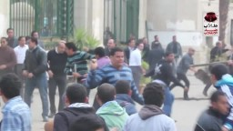 اعتداء أمن جامعة القاهرة علي مسيرة الطلاب