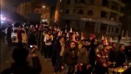 مظاهرة مفاجئة بالطراطير أمام منزل الطرطور